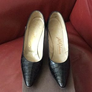 Vintage J.W. Robinson California black pumps